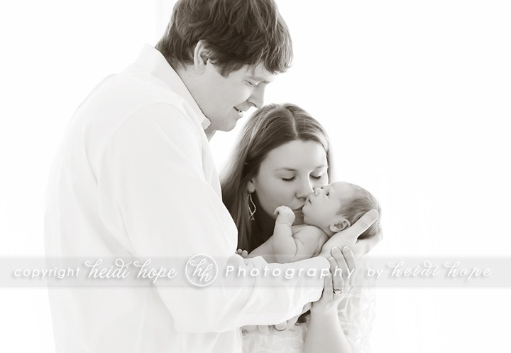 family kissing newborn black and white - Heidi Hope Photography
