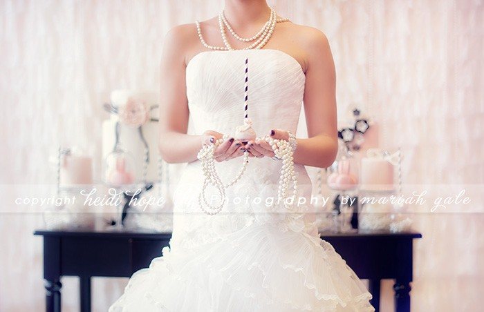 Rhode Island Photographer Heidi Hope - Bride holding cake pop