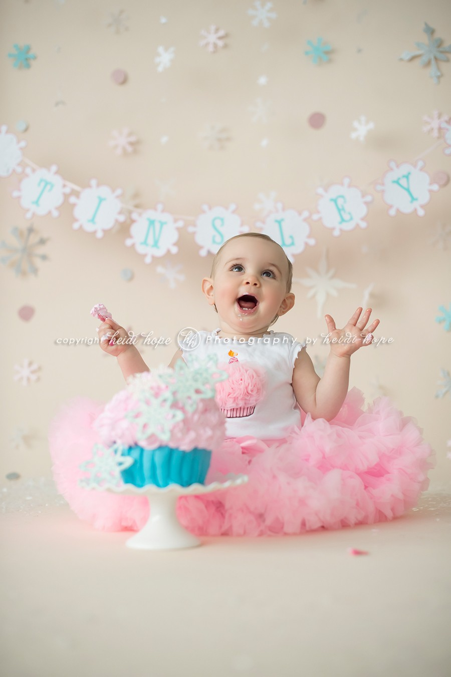 Cake smash with first birthday girl t heidi hope photography
